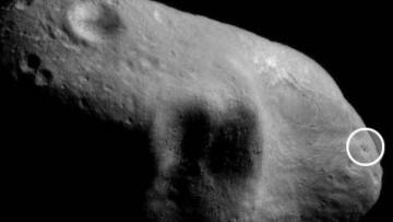 Incontri ravvicinati della Terra con due asteroidi