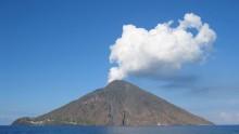Stromboli, alta tecnologia per studiare l'attivita' eruttiva