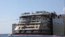 La Costa Concordia alla volta di Genova