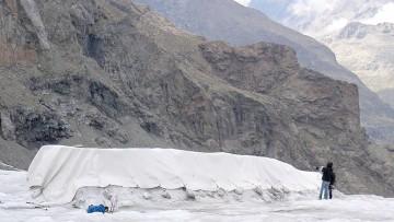 Seconda copertura di geotessile per il ghiacciao Dosdè
