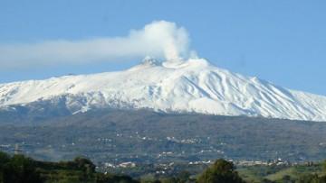 Etna: il fianco orientale scivola in mare