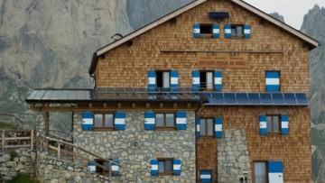 Rifugi e bivacchi alpini, via alla fornitura esclusiva da fonti rinnovabili